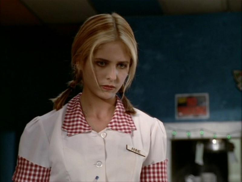 Sarah Michelle Gellar in una scena dell'episodio 'Identità segreta' di Buffy - L'ammazzavampiri