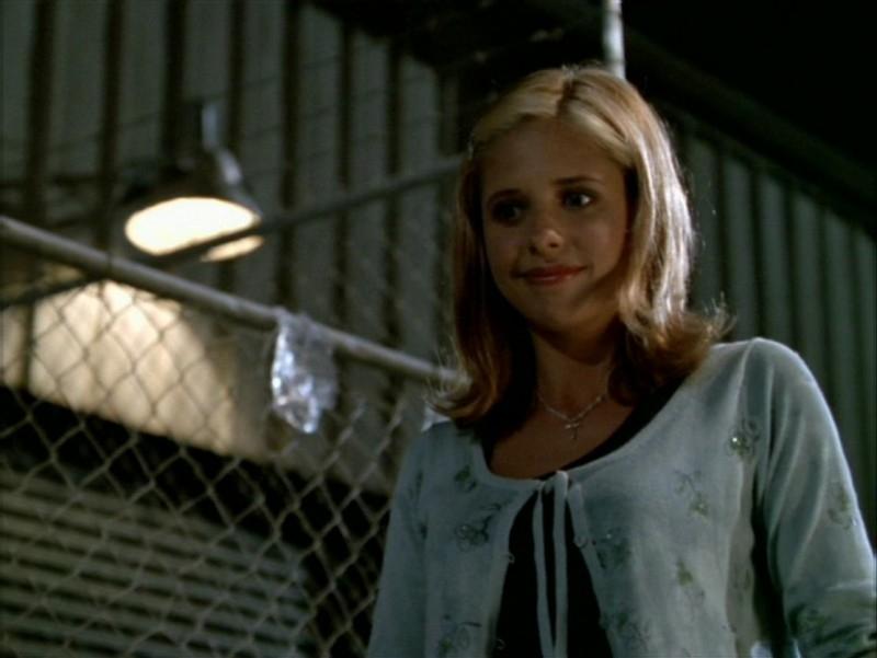 Sarah Michelle Gellar nell'episodio 'La festa dei morti viventi' di Buffy - L'ammazzavampiri