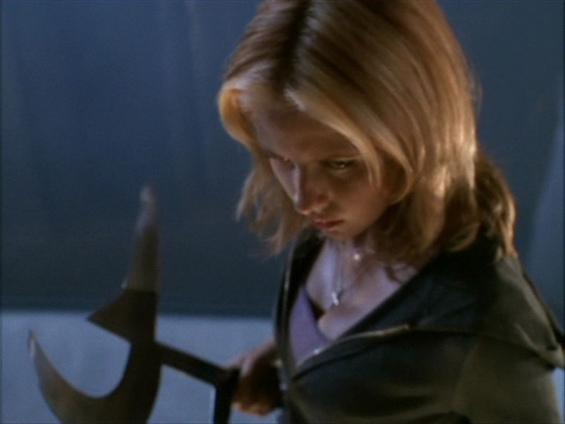 Un'iconica Sarah Michelle Gellar nell'episodio 'Identità segreta' di Buffy - L'ammazzavampiri