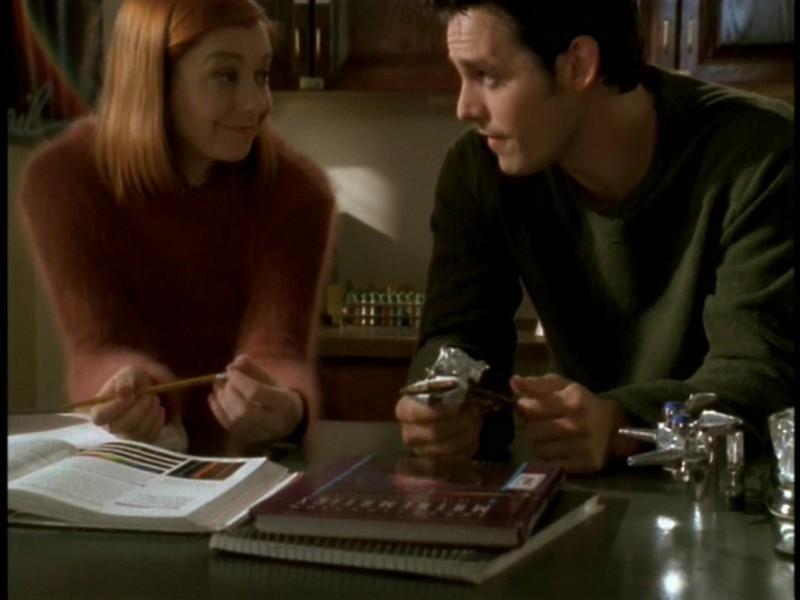 Alyson Hannigan e Nicholas Brendon nell'episodio 'I dolci della banda' di Buffy - L'ammazzavampiri