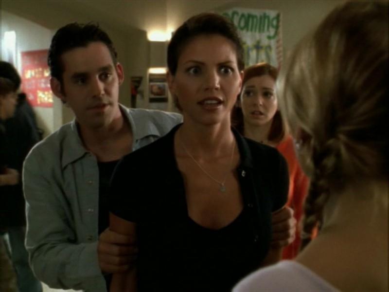 Alyson Hannigan, Nicholas Brendon e Charisma Carpenter nell'episodio 'Il ballo di fine corso' di Buffy - L'ammazzavampiri