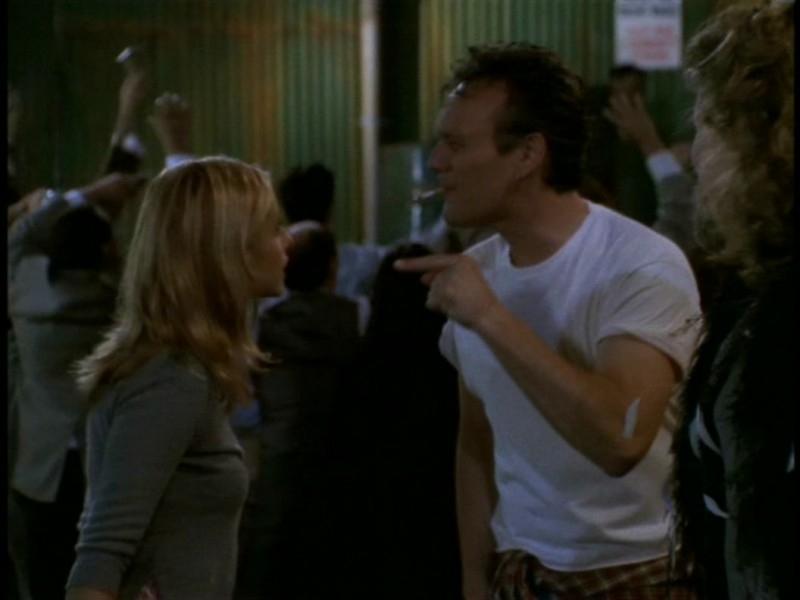 Anthony Head e Sarah Michelle Gellar ai ferri corti in una scena dell'episodio 'I dolci della banda' di Buffy - L'ammazzavampiri