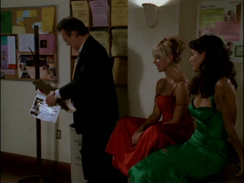 Anthony Head, Sarah Michelle Gellar e Charisma Carpenter nell'episodio 'Il ballo di fine corso' di Buffy - L'ammazzavampiri