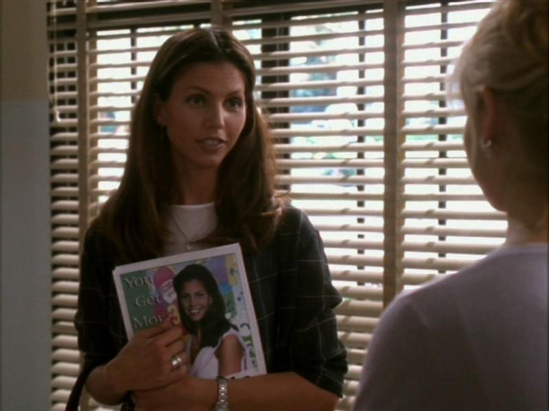 Charisma Carpenter in una scena dell'episodio 'Il ballo di fine corso' di Buffy - L'ammazzavampiri