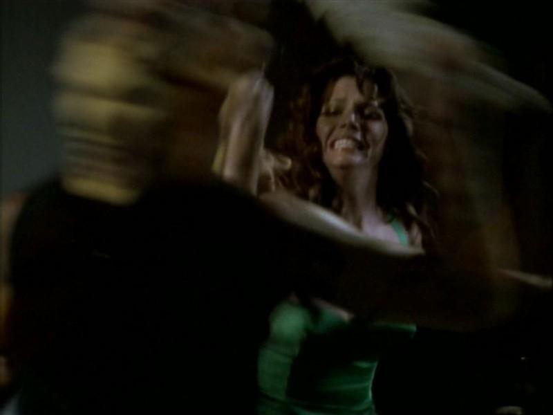 Charisma Carpenter passa ai fatti nell'episodio 'Il ballo di fine corso' di Buffy - L'ammazzavampiri