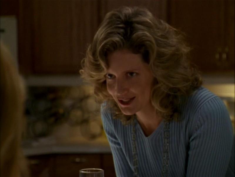 Kristine Sutherland nell'episodio 'L'incantesimo' di Buffy - L'ammazzavampiri
