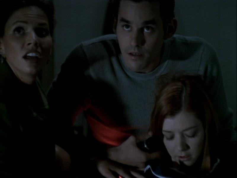 Nicholas Brendon, Charisma Carpenter e Alyson Hannigan nell'episodio 'La bella e le bestie' di Buffy - L'ammazzavampiri