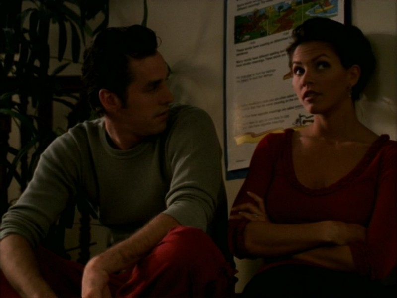 Nicholas Brendon e Charisma Carpenter nell'episodio 'La bella e le bestie' di Buffy - L'ammazzavampiri