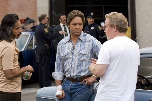 Ridley Scott e Russell Crowe sul set del film American Gangster