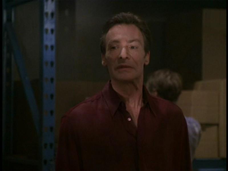 Robin Sachs nell'episodio 'I dolci della banda' di Buffy - L'ammazzavampiri