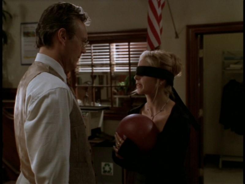 Sarah Michelle Gellar e Anthony Head nell'episodio 'I dolci della banda' di Buffy - L'ammazzavampiri