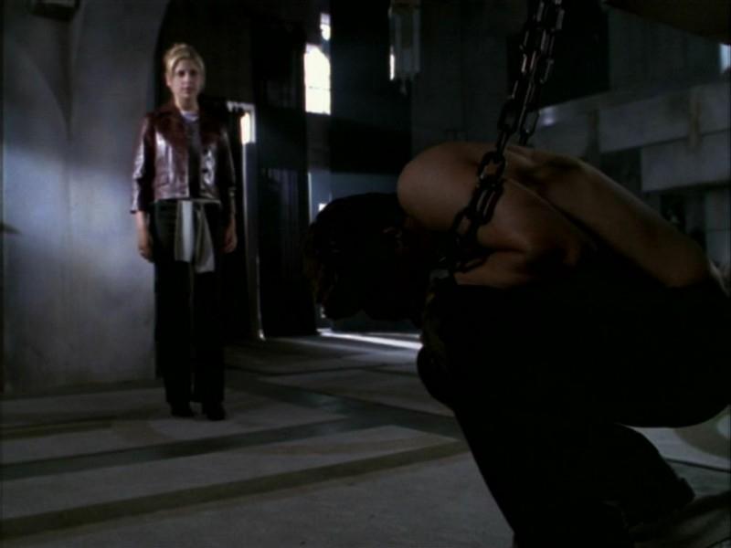 Sarah Michelle Gellar e David Boreanaz in una scena dell'episodio 'La bella e le bestie' di Buffy - L'ammazzavampiri