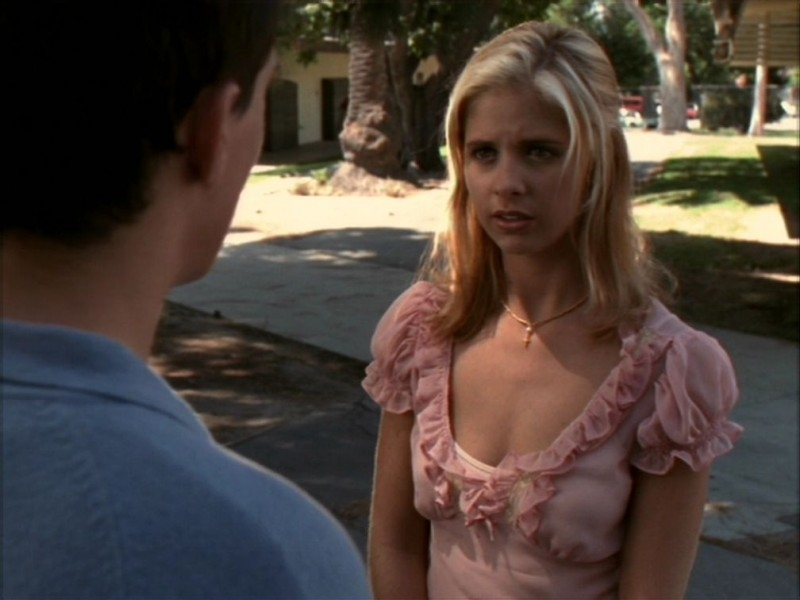 Sarah Michelle Gellar nell'episodio 'Il ballo di fine corso' di Buffy - L'ammazzavampiri