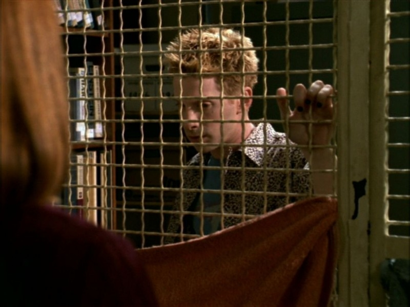 Seth Green in una scena dell'episodio 'La bella e le bestie' di Buffy - L'ammazzavampiri