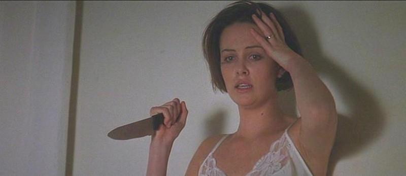 Charlize Theron in una scena de L'AVVOCATO DEL DIAVOLO