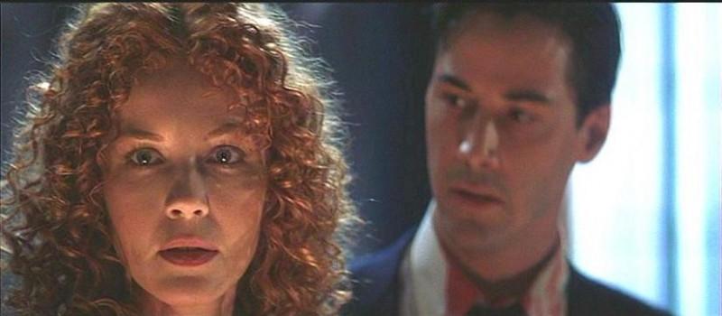 Connie Nielsen e Keanu Reeves in una scena de L'AVVOCATO DEL DIAVOLO