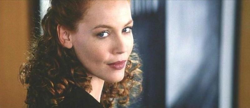 La bella Connie Nielsen in una scena de L'AVVOCATO DEL DIAVOLO