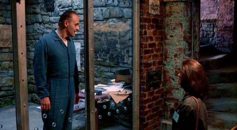 Anthony Hopkins di fronte a Jodie Foster in una scena de IL SILENZIO DEGLI INNOCENTI