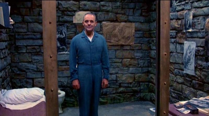 Anthony Hopkins nella sua cella in una scena de IL SILENZIO DEGLI INNOCENTI