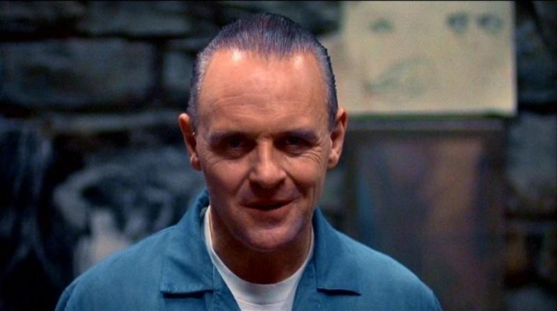 Anthony Hopkins è Hannibal Lecter in una scena de IL SILENZIO DEGLI INNOCENTI