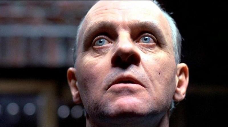 Anthony Hopkins è il dottor Hannibal Lecter in una scena de IL SILENZIO DEGLI INNOCENTI