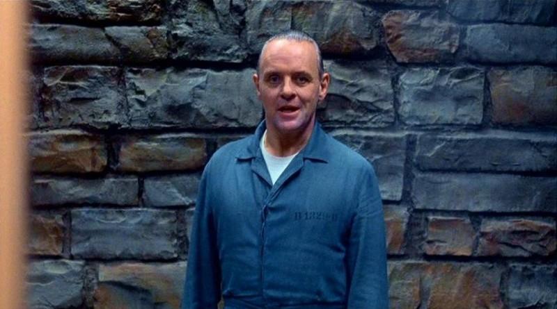 Anthony Hopkins è Hannibal 'The Cannibal' Lecter in una scena de IL SILENZIO DEGLI INNOCENTI