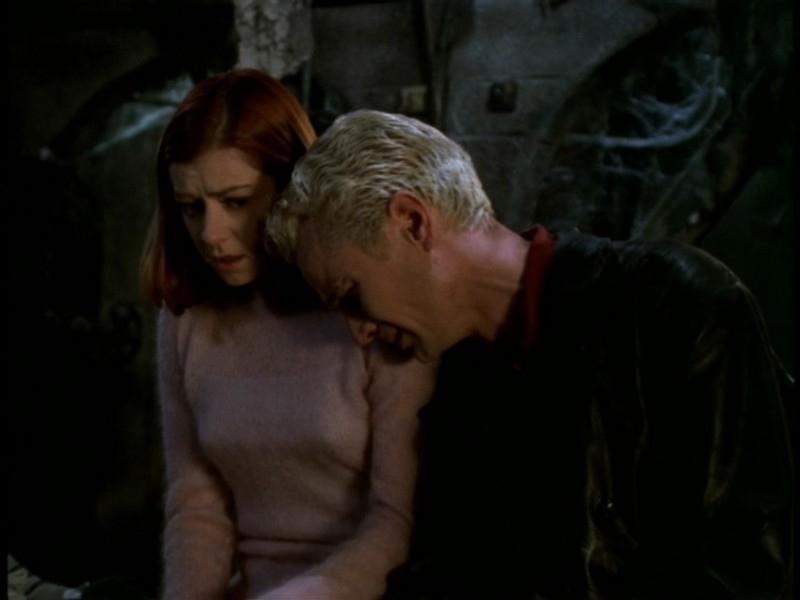 Alyson Hannigan con James Marsters in una scena dell'episodio 'Il sentiero degli amanti' di Buffy - L'ammazzavampiri