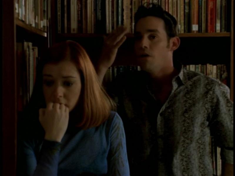 Alyson Hannigan e Nicholas Brendon nell'episodio 'Rivelazioni' di Buffy - L'ammazzavampiri
