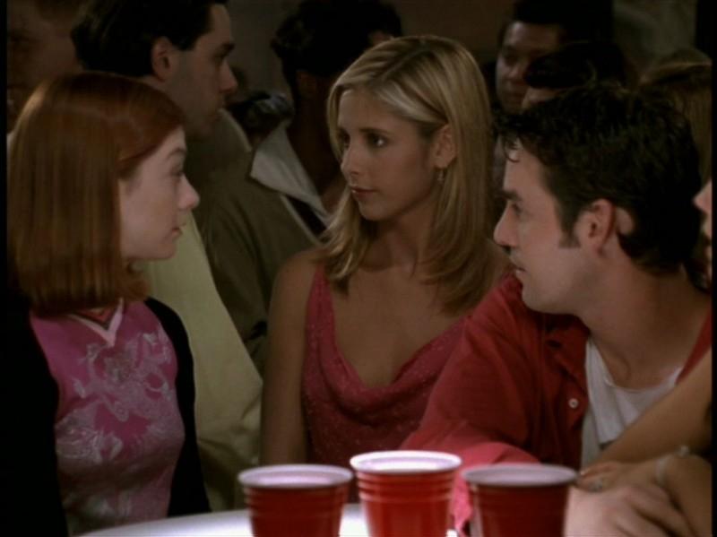 Alyson Hannigan, Sarah Michelle Gellar e Nicholas Brendon nell'episodio 'Rivelazioni' di Buffy - L'ammazzavampiri