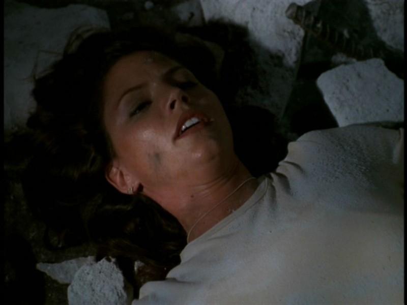 Charisma Carpenter nell'episodio 'Il sentiero degli amanti' di Buffy - L'ammazzavampiri
