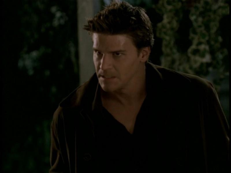 David Boreanaz in una scena dell'episodio 'Il sentiero degli amanti' di Buffy - L'ammazzavampiri