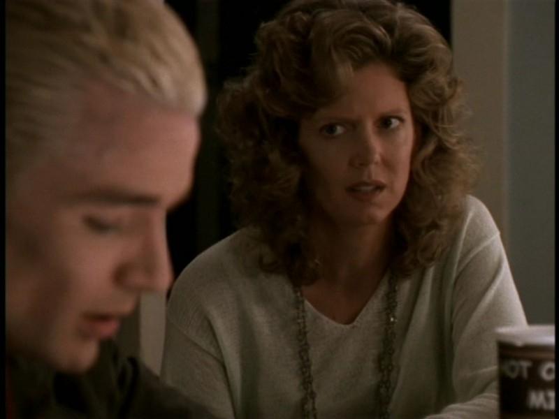 Kristine Sutherland e James Marsters in una scena dell'episodio 'Il sentiero degli amanti' di Buffy - L'ammazzavampiri