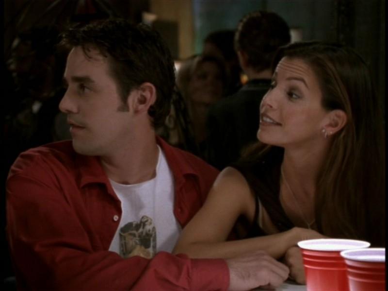 Nicholas Brendon e Charisma Carpenter nell'episodio 'Rivelazioni' di Buffy - L'ammazzavampiri