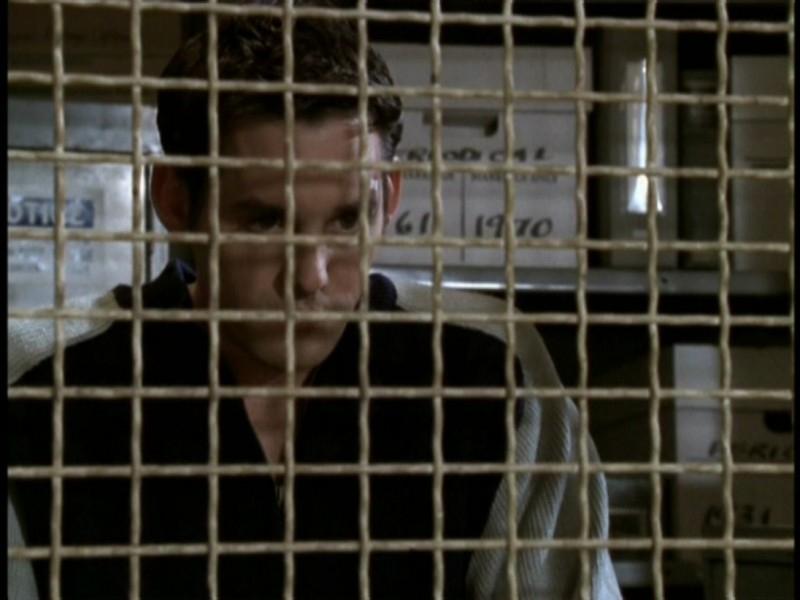 Nicholas Brendon in una scena dell'episodio 'Il sentiero degli amanti' di Buffy - L'ammazzavampiri
