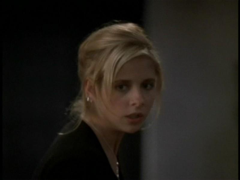 Sarah Michelle Gellar in una sequenza dell'episodio 'Rivelazioni' di Buffy - L'ammazzavampiri