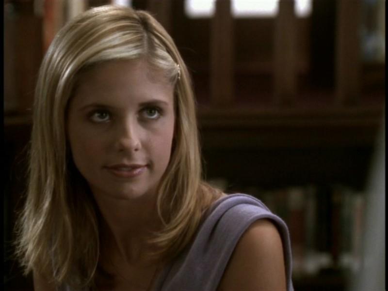 Sarha Michelle Gellar in una scena dell'episodio 'Il sentiero degli amanti' di Buffy - L'ammazzavampiri