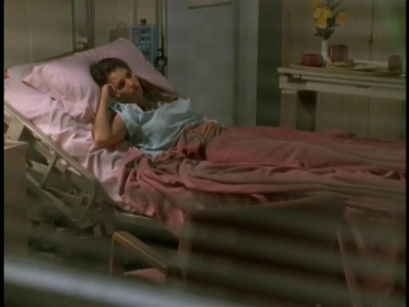 Un'immagine di Charisma Carpenter nell'episodio 'Il sentiero degli amanti' di Buffy - L'ammazzavampiri
