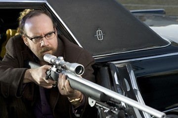 Paul Giamatti in una sequenza dell'adrenalinico Shoot 'Em Up