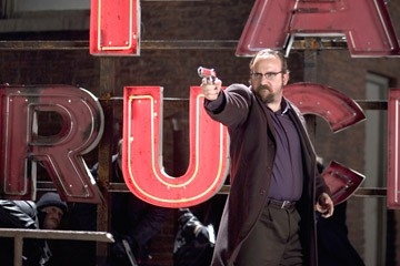 Paul Giamatti nel film Shoot 'Em Up