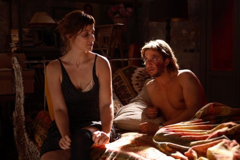 Silvio Muccino con l'attrice Aitana Sanchez-Gijon in una sequenza di Parlami d'Amore