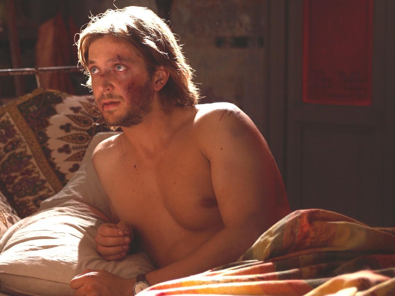 Wallpaper del film Parlami d'amore con Silvio Muccino a torso nudo