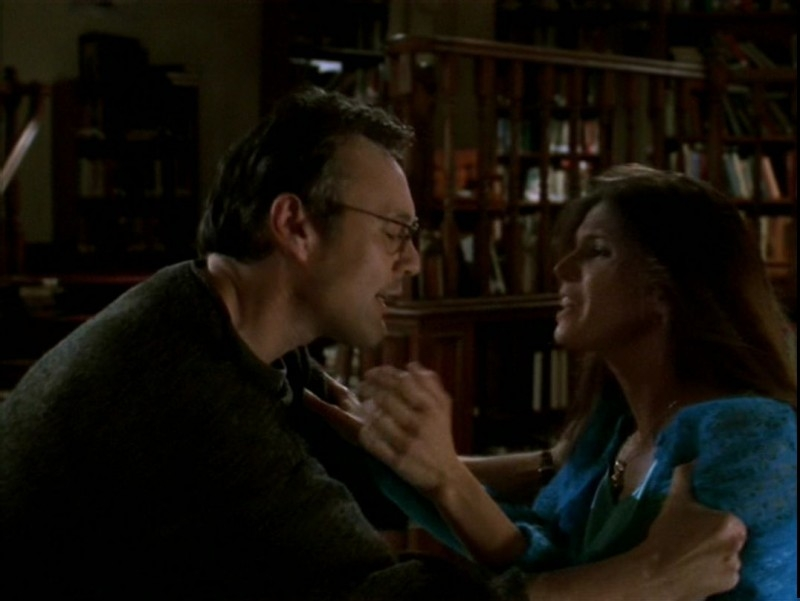 Anthony Head e Charisma Carpenter in una scena dell'episodio 'Il desiderio' di Buffy - L'ammazzavampiri