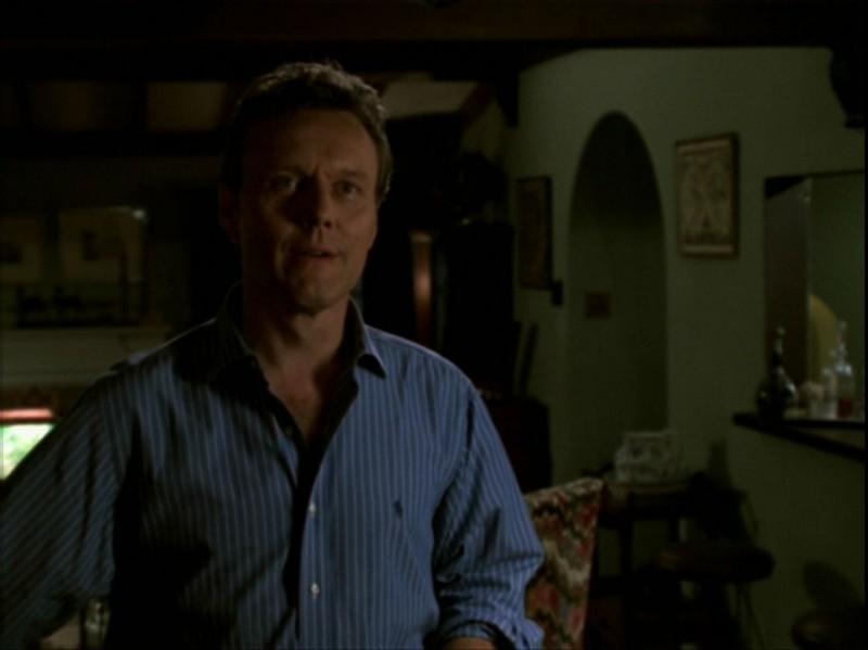 Anthony Head in una scena dell'episodio 'Espiazioni' di Buffy - L'ammazzavampiri