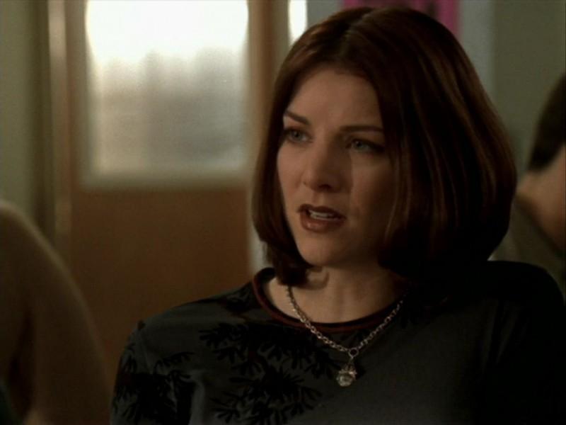 Elizabeth Anne Allen in una scena dell'episodio 'Le streghe di Sunnydale' di Buffy - L'ammazzavampiri