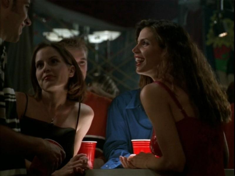 Emma Caulfield e Charisma Carpenter in una scena dell'episodio 'Il desiderio' di Buffy - L'ammazzavampiri