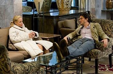 Hugh Dancy con Maria Bello in una scena del film Il club di Jane Austen