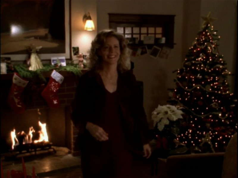 Kristine Sutherland in una scena dell'episodio 'Espiazioni' di Buffy - L'ammazzavampiri