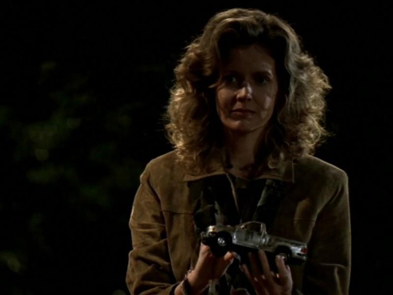 Kristine Sutherland in una scena dell'episodio 'Le streghe di Sunnydale' di Buffy - L'ammazzavampiri