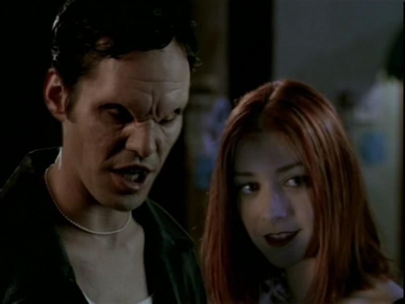 Nicholas Brendon e Alyson Hannigan in una scena dell'episodio 'Il desiderio' di Buffy - L'ammazzavampiri