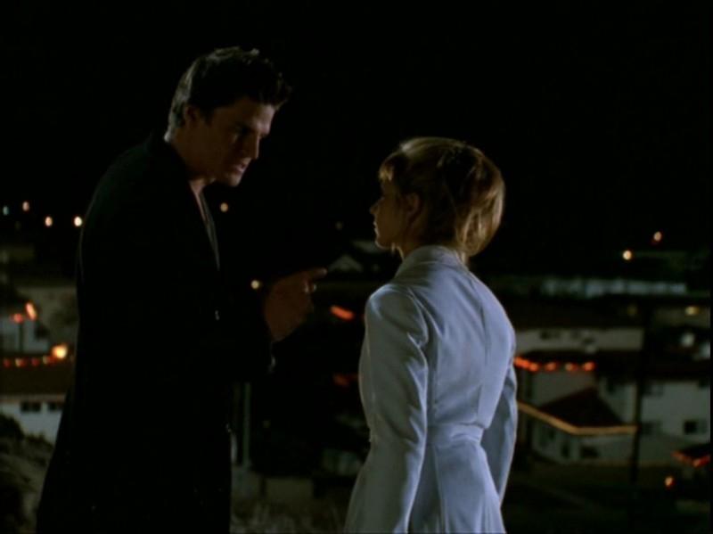 Sarah Michelle Gellar e David Boreanaz nell'episodio 'Espiazioni' di Buffy - L'ammazzavampiri